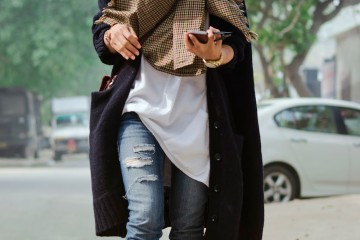 bohemian-layering-checkered-crossbodybag-winter-oversizedcardigan-streetstyle-lookbook-ootd-blogger-whatiwore-rippedjeans.jpg