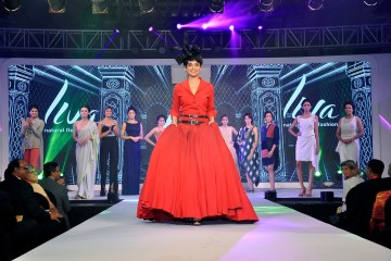 Kangana Ranaut walks the ramp with other models donninf LIVA, the new age fluid fabrics