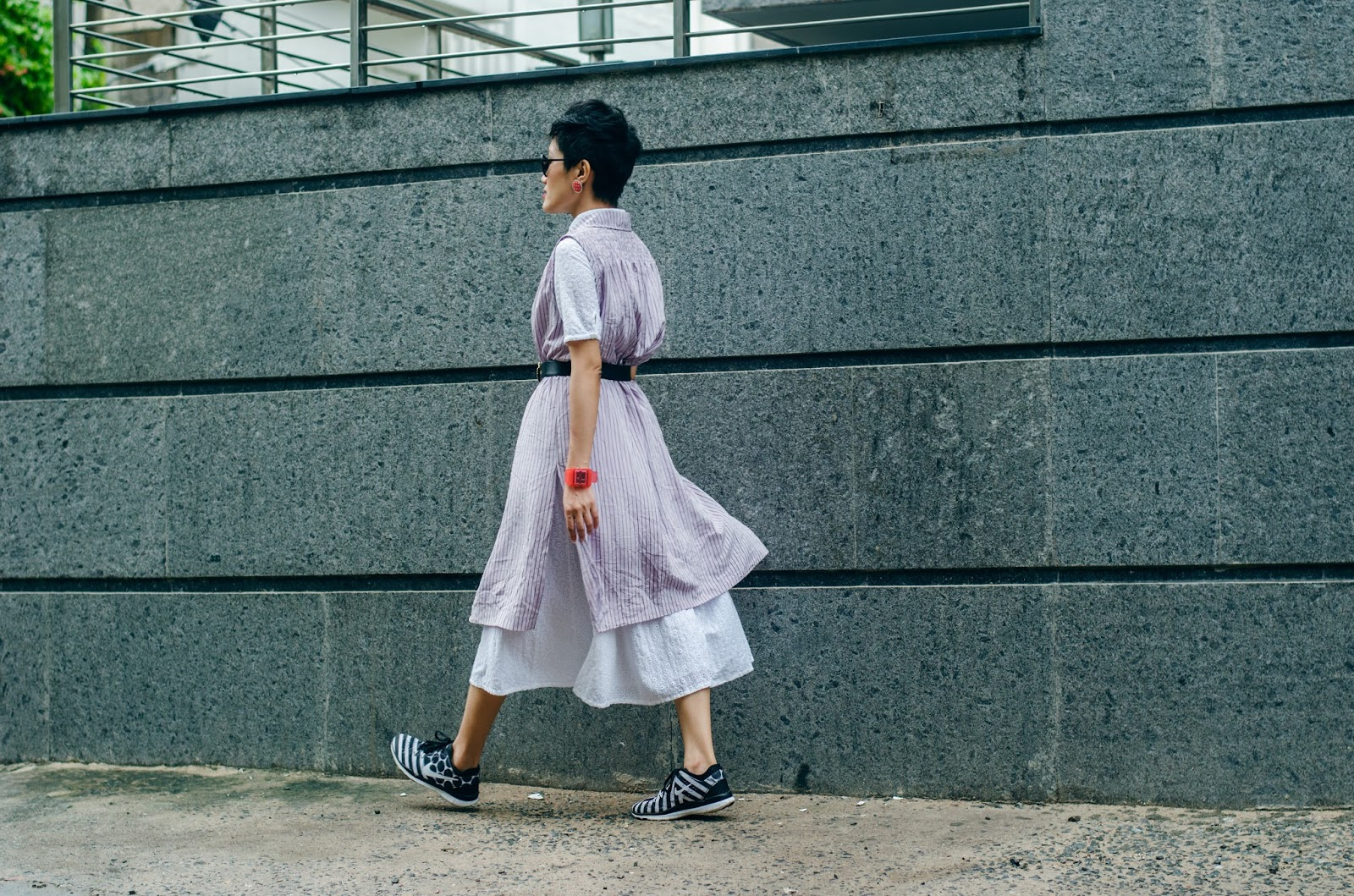 shirt dress, pin stripe vest, aien jamir, tarini nirula bags, indian blogger, fashion blogger, nike sneakers