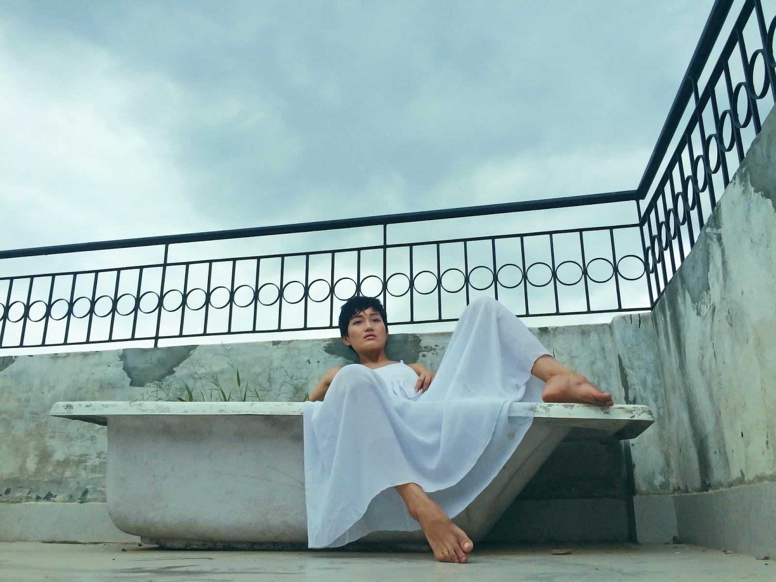 iPhone Photography, aienjamir, fashion & I, fashion blogger, less is more, bathtub, indian blogger