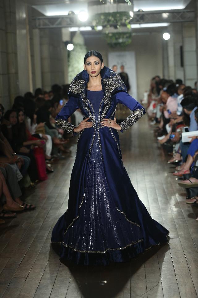 BEGUM-E-JANNAT-by-Couturier-Manav-Gangwani-@-FDCI-India-Couture-Week-2016-JPG-.JPG-(3)