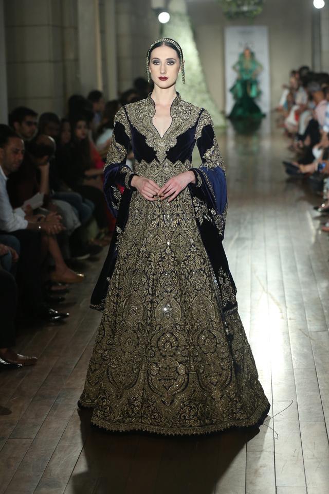 BEGUM-E-JANNAT-by-Couturier-Manav-Gangwani-@-FDCI-India-Couture-Week-2016-JPG-.JPG-(6)
