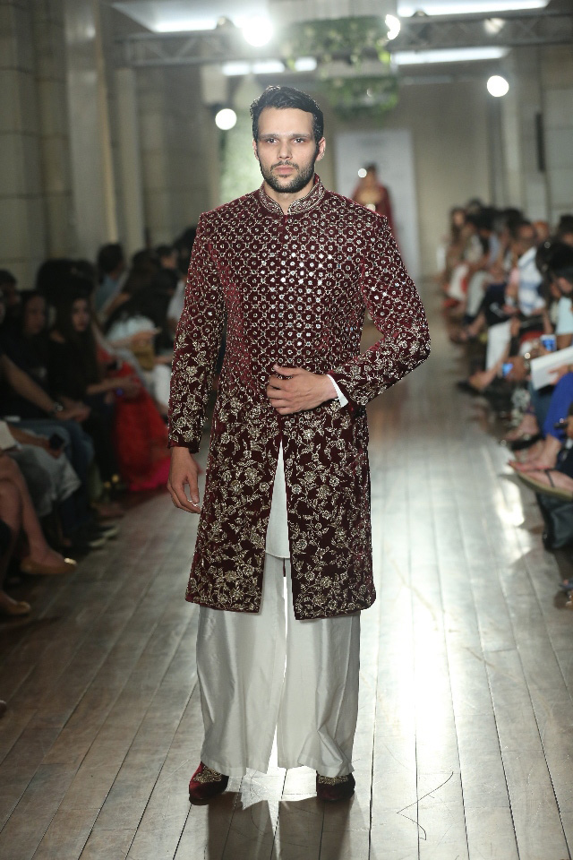 BEGUM-E-JANNAT-by-Couturier-Manav-Gangwani-@-FDCI-India-Couture-Week-2016-JPG-.JPG-(8)