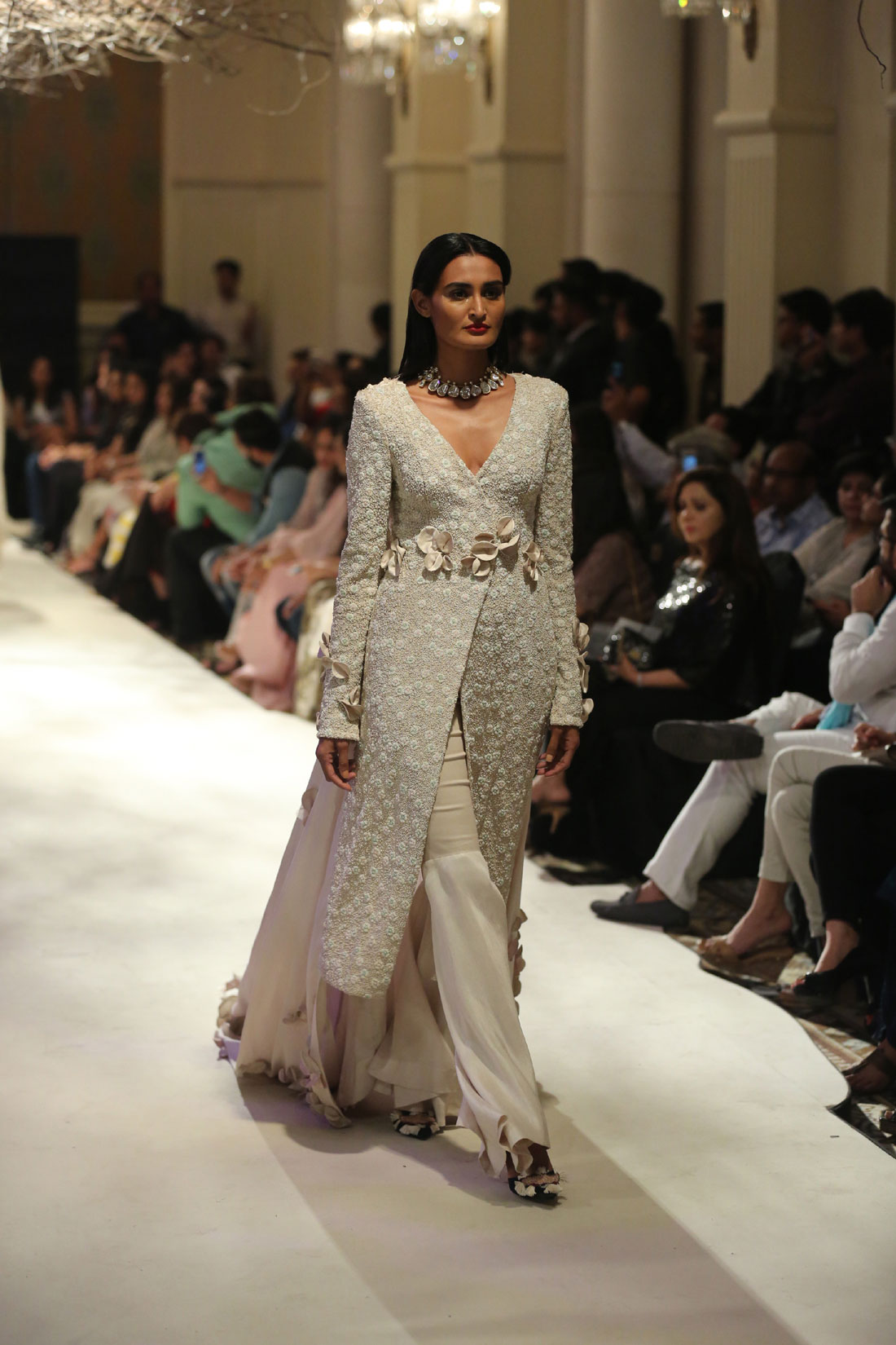 Collection-by-Designer-Anamika-Khanna-@-FDCI-India-Couture-Week-2016-(2)