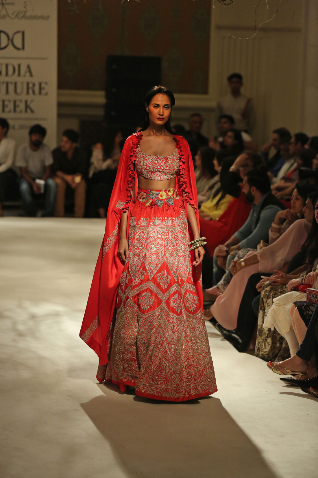 Collection-by-Designer-Anamika-Khanna-@-FDCI-India-Couture-Week-2016-(9)