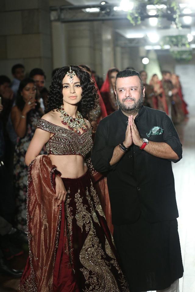 Couturier-Manav-Gangwani-presenting-BEGUM-E-JANNAT-@-FDCI-India-Couture-Week-2016-JPG-.JPG-(10