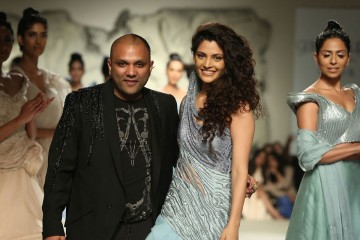 Designer-Gaurav-Gupta--at-FDCI-Featured