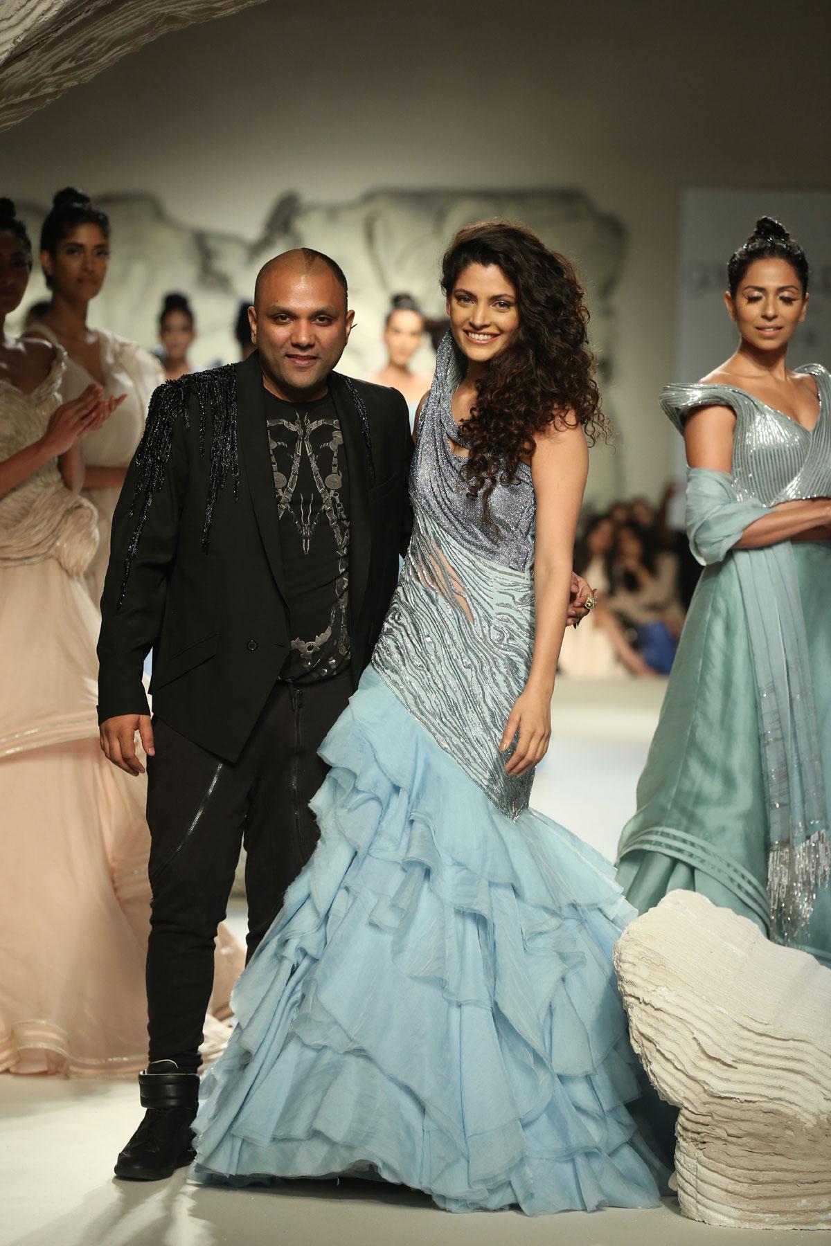Designer-Gaurav-Gupta--at-FDCI-India-Couture-Week-2016-(9)