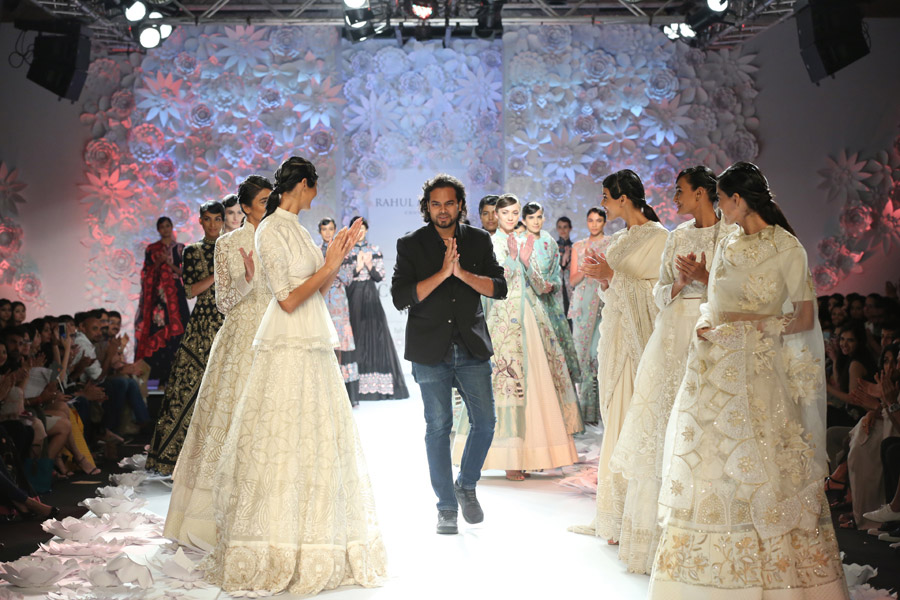 Designer-Rahul-Mishra-presented-Monsoon-Diaries---(8)-@-FDCI-India-Couture-Week-2016