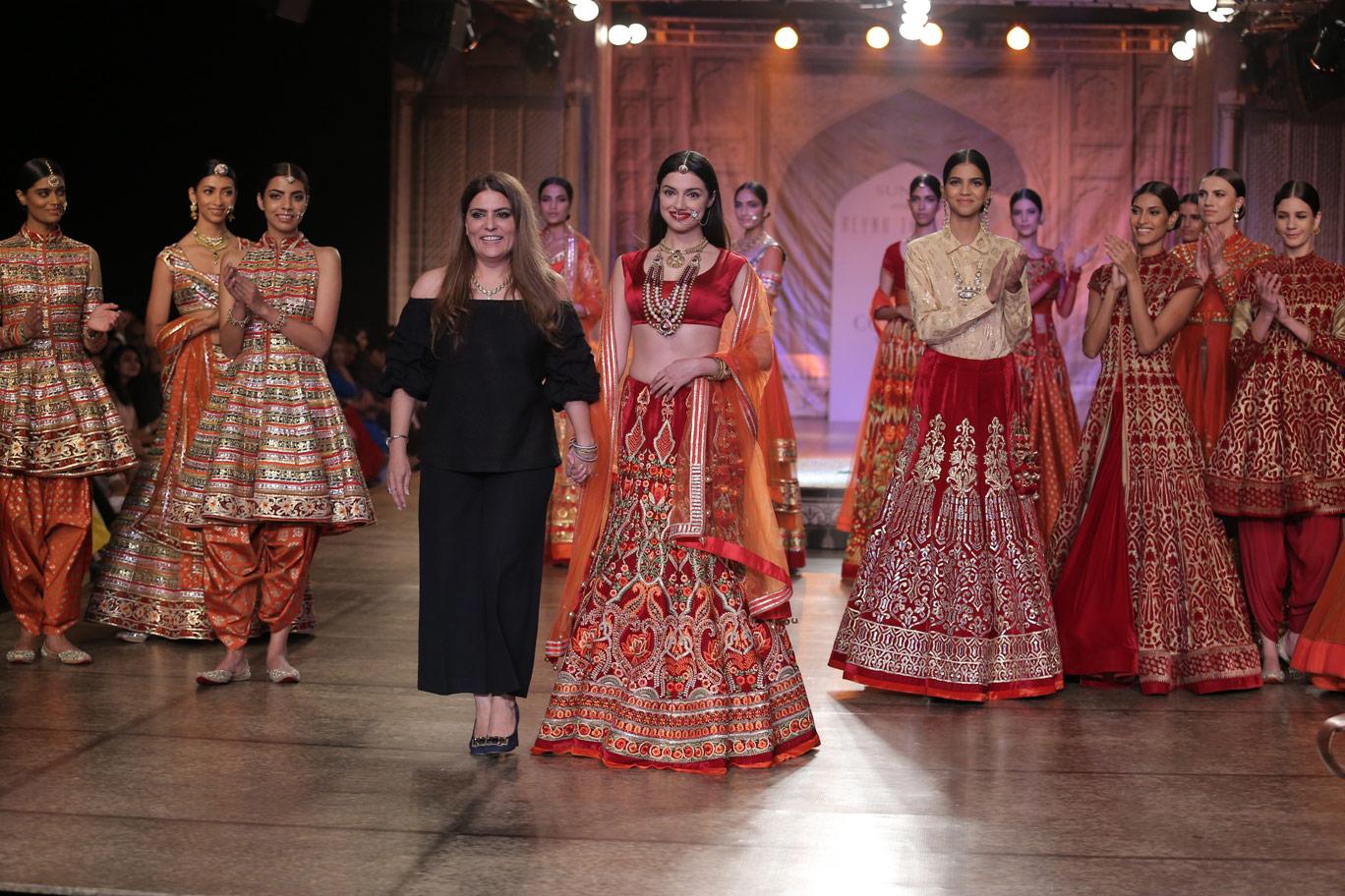 Designer-Reynu-Taandon-and-Divya-Kumar-Khosla-KAMANGIRI-By-Reynu-Taandon-In-Association-with-SUNAR-@-India-Couture-Week-16-(4)