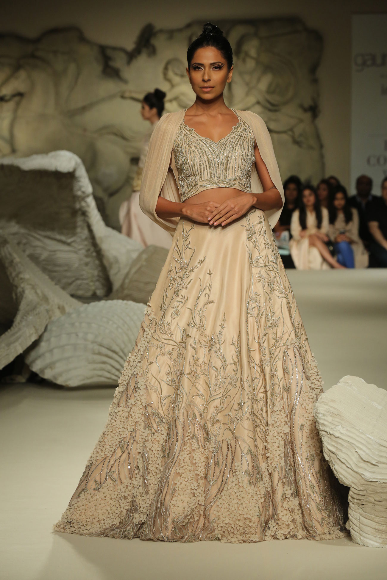 Gaurav-Gupta-Collection-at-FDCI-India-Couture-Week-2016-(4)
