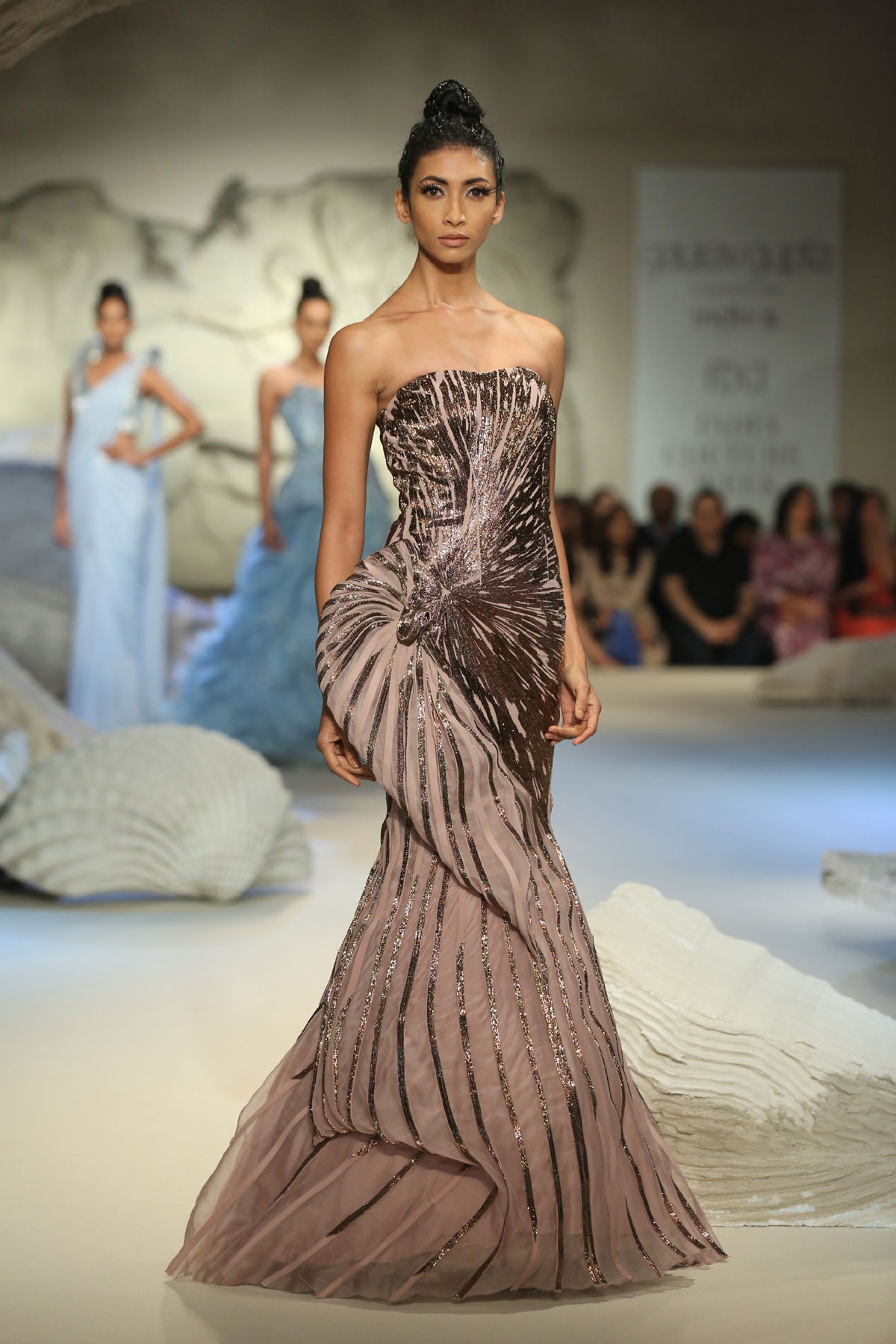 Gaurav-Gupta-Collection-at-FDCI-India-Couture-Week-2016-(8)