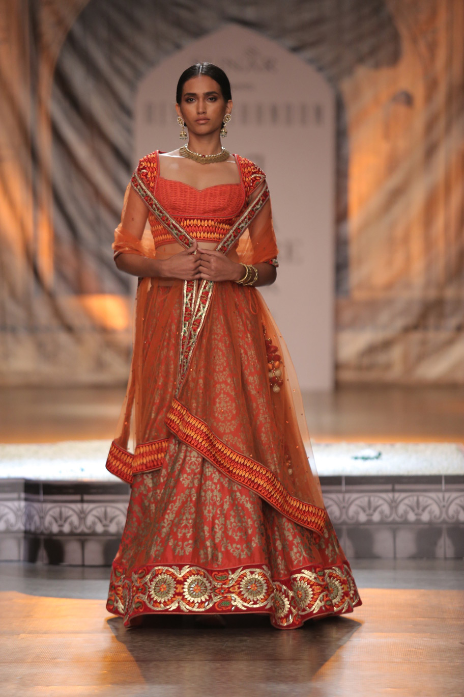 KAMANGIRI-By-Reynu-Taandon-In-Association-with-SUNAR-@-India-Couture-Week-16-(10)