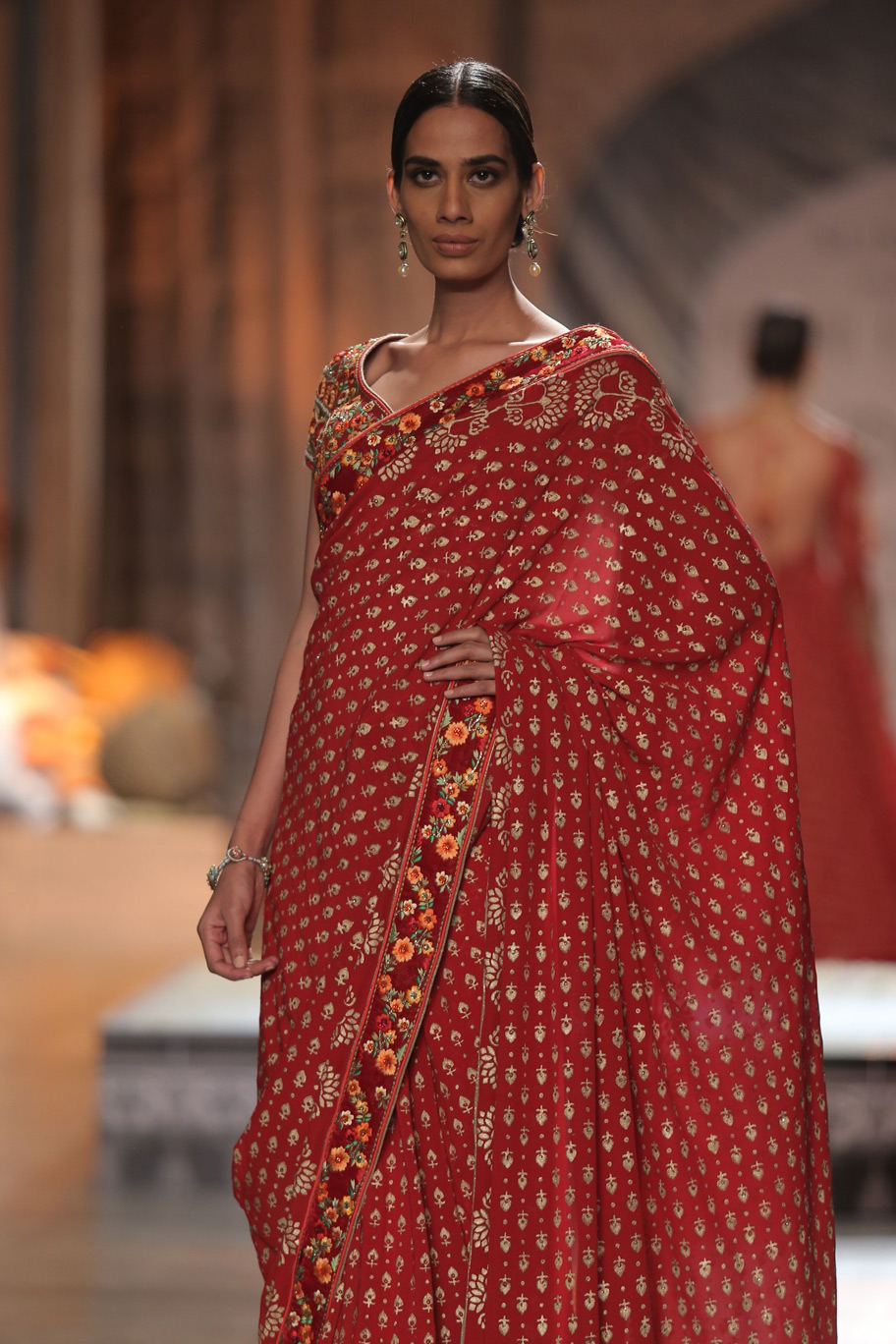 KAMANGIRI-By-Reynu-Taandon-In-Association-with-SUNAR-@-India-Couture-Week-16-(13)