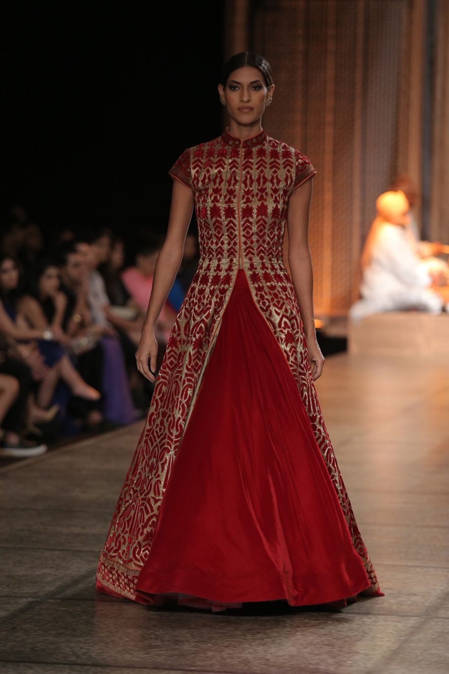 KAMANGIRI-By-Reynu-Taandon-In-Association-with-SUNAR-@-India-Couture-Week-16-(14)