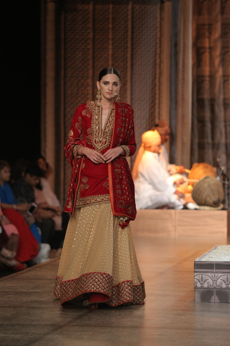 KAMANGIRI-By-Reynu-Taandon-In-Association-with-SUNAR-@-India-Couture-Week-16-(15)