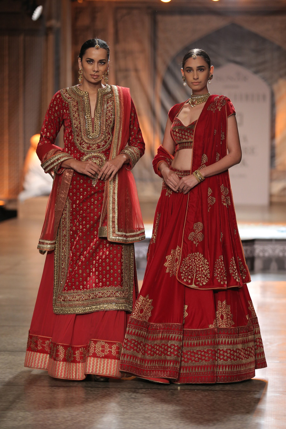 KAMANGIRI-By-Reynu-Taandon-In-Association-with-SUNAR-@-India-Couture-Week-16-(17)