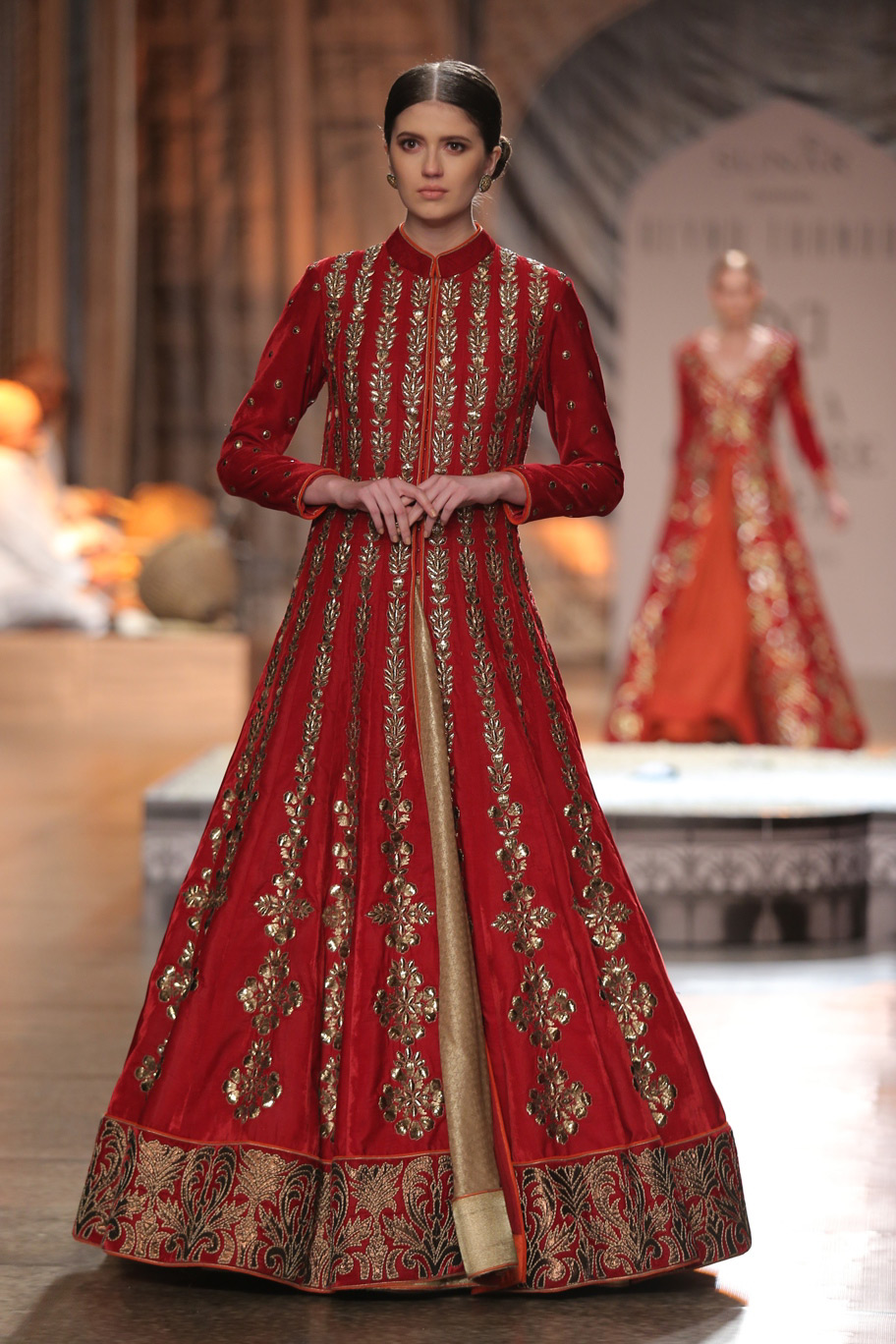 KAMANGIRI-By-Reynu-Taandon-In-Association-with-SUNAR-@-India-Couture-Week-16-(18)