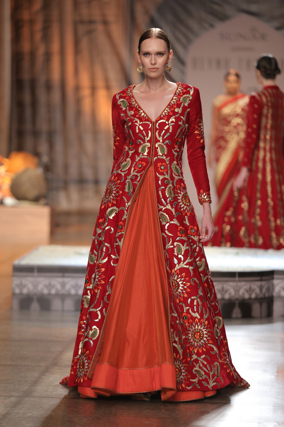 KAMANGIRI-By-Reynu-Taandon-In-Association-with-SUNAR-@-India-Couture-Week-16-(19)