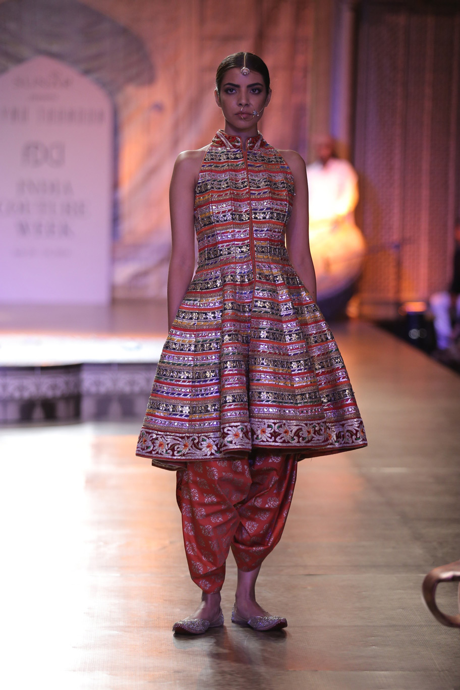 KAMANGIRI-By-Reynu-Taandon-In-Association-with-SUNAR-@-India-Couture-Week-16-(2)