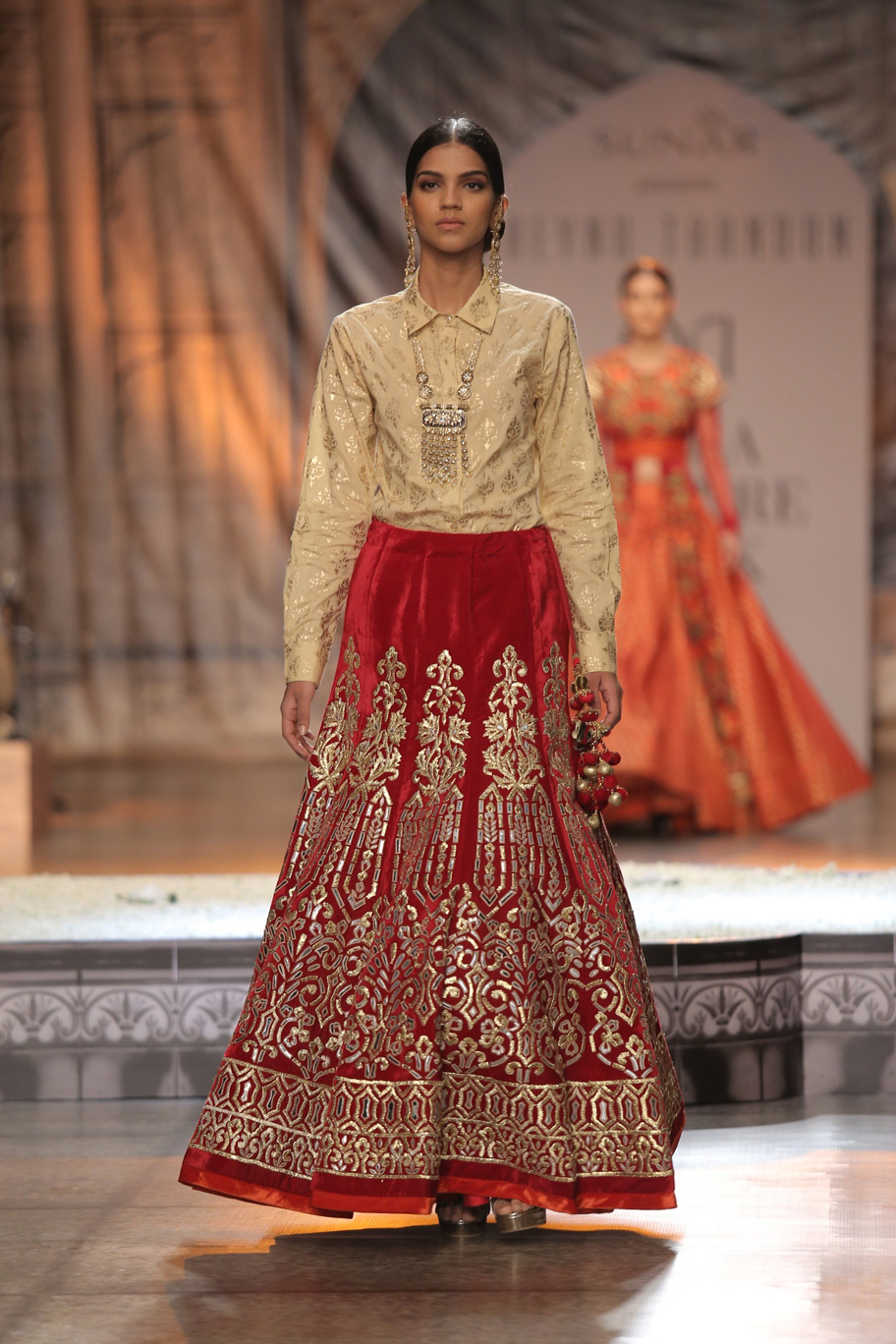 KAMANGIRI-By-Reynu-Taandon-In-Association-with-SUNAR-@-India-Couture-Week-16-(20)