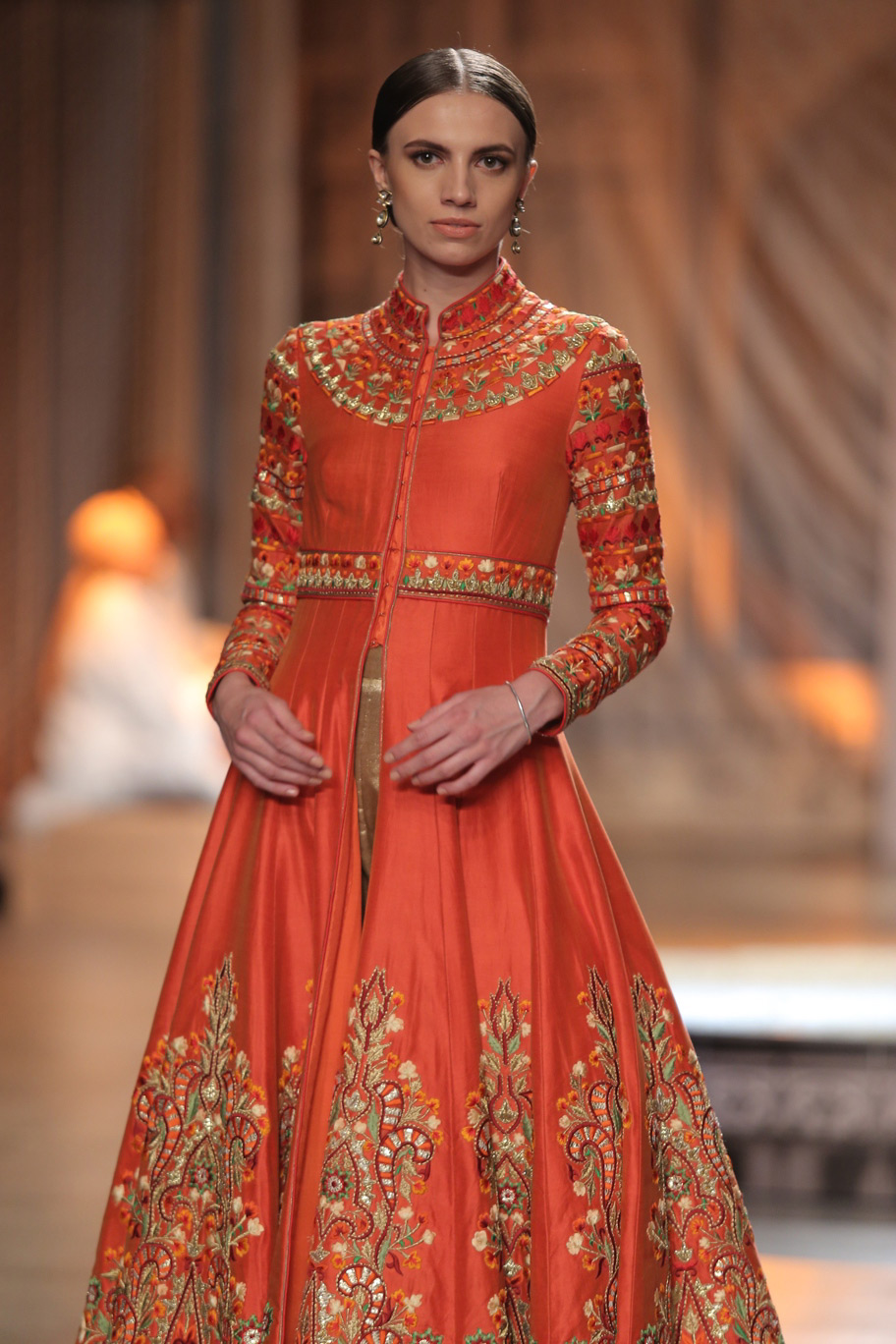 KAMANGIRI-By-Reynu-Taandon-In-Association-with-SUNAR-@-India-Couture-Week-16-(22)