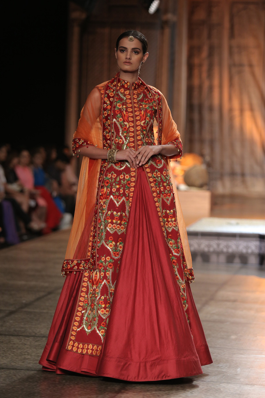 KAMANGIRI-By-Reynu-Taandon-In-Association-with-SUNAR-@-India-Couture-Week-16-(23)