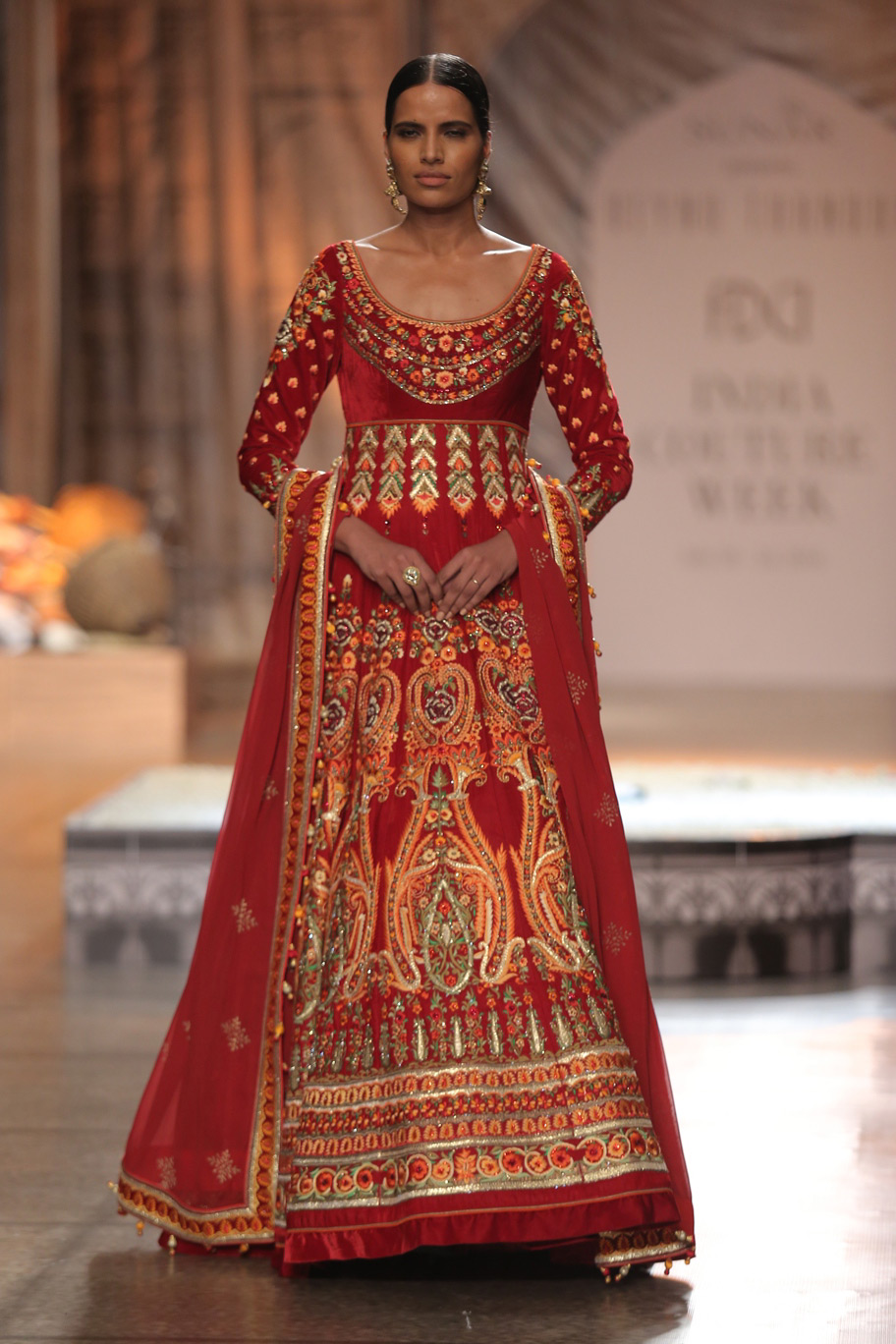 KAMANGIRI-By-Reynu-Taandon-In-Association-with-SUNAR-@-India-Couture-Week-16-(24)