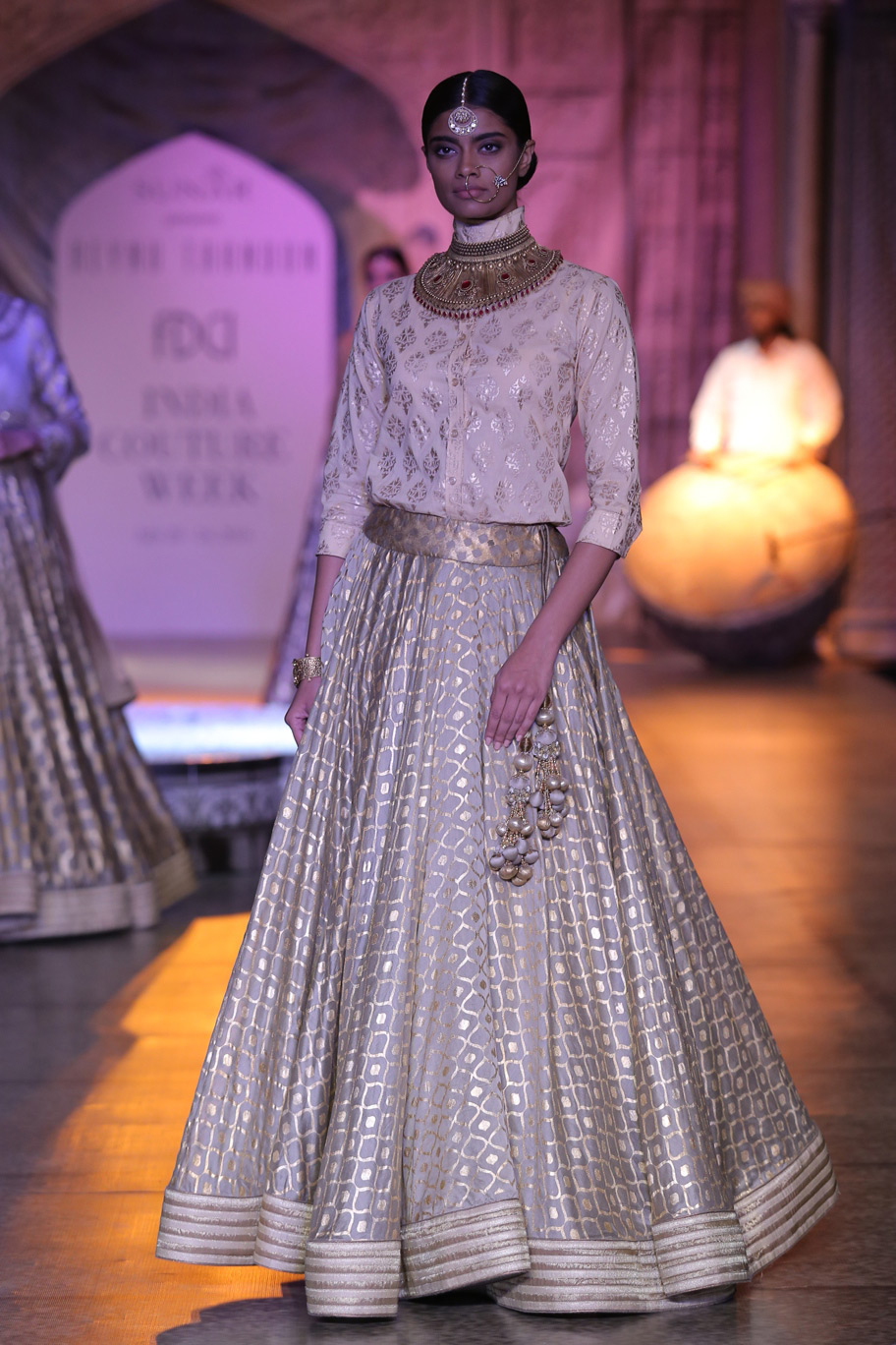 KAMANGIRI-By-Reynu-Taandon-In-Association-with-SUNAR-@-India-Couture-Week-16-(5)