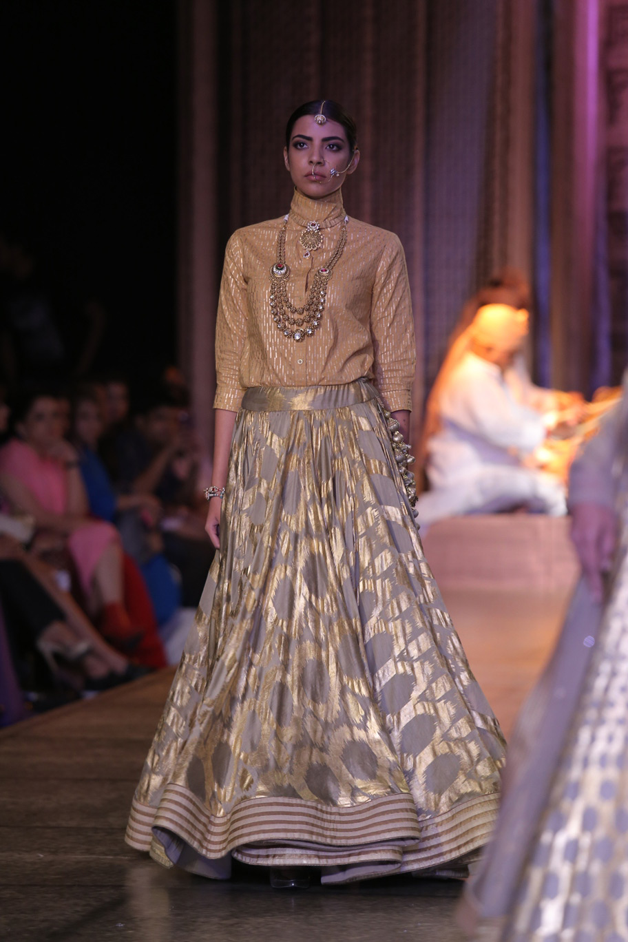 KAMANGIRI-By-Reynu-Taandon-In-Association-with-SUNAR-@-India-Couture-Week-16-(6)