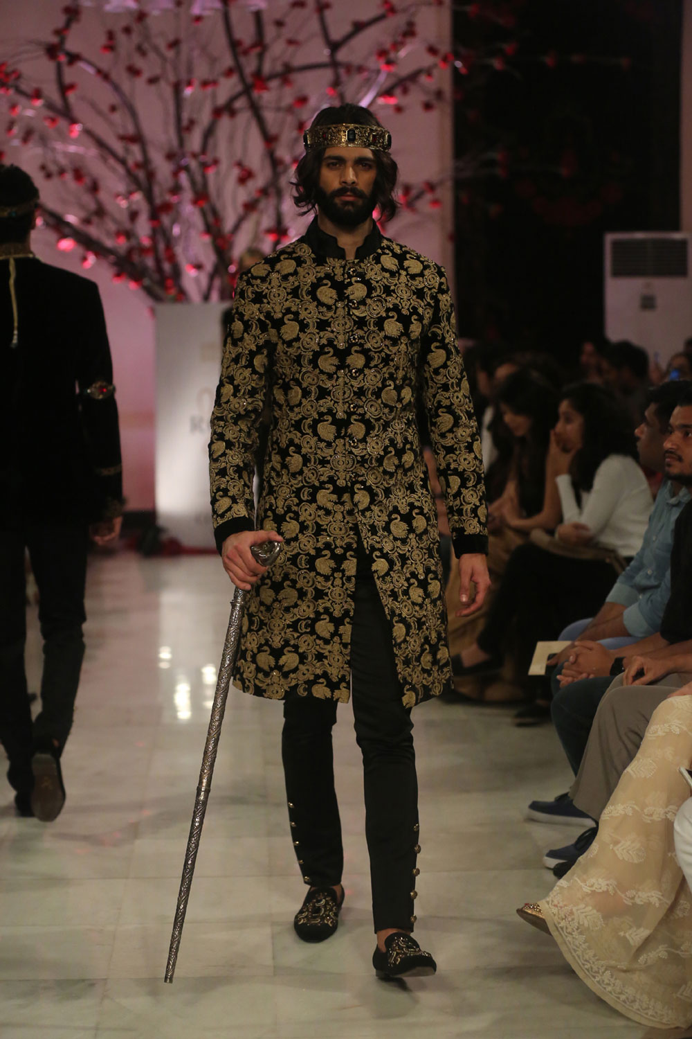 KEHKASHAAN-By-Rohit-Bal-@-FDCI-India-Couture-Week-2016-(1)