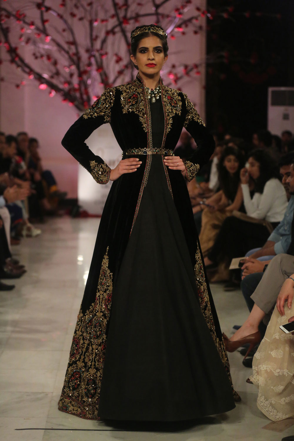 KEHKASHAAN-By-Rohit-Bal-@-FDCI-India-Couture-Week-2016-(11)