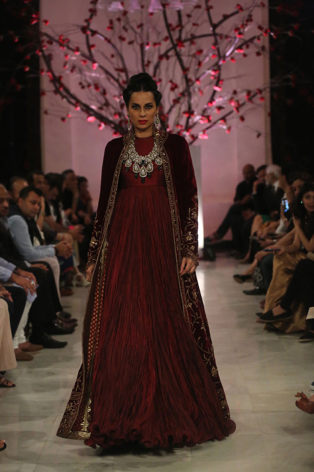 KEHKASHAAN-By-Rohit-Bal-@-FDCI-India-Couture-Week-2016-(12)