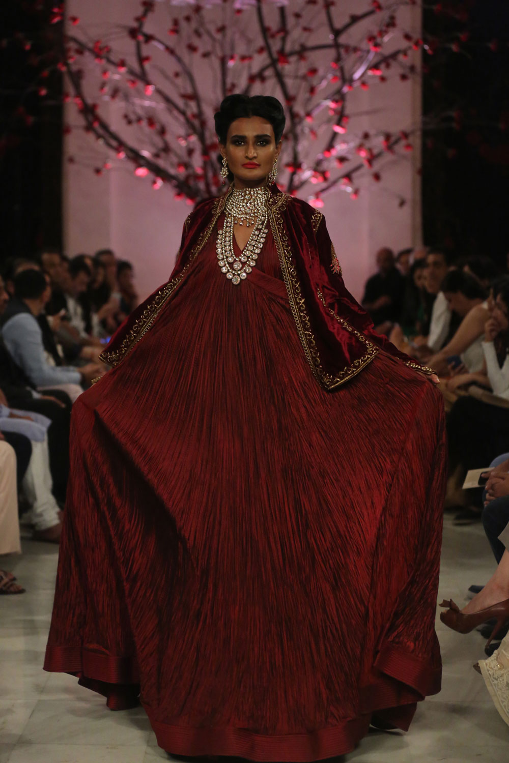 KEHKASHAAN-By-Rohit-Bal-@-FDCI-India-Couture-Week-2016-(13)