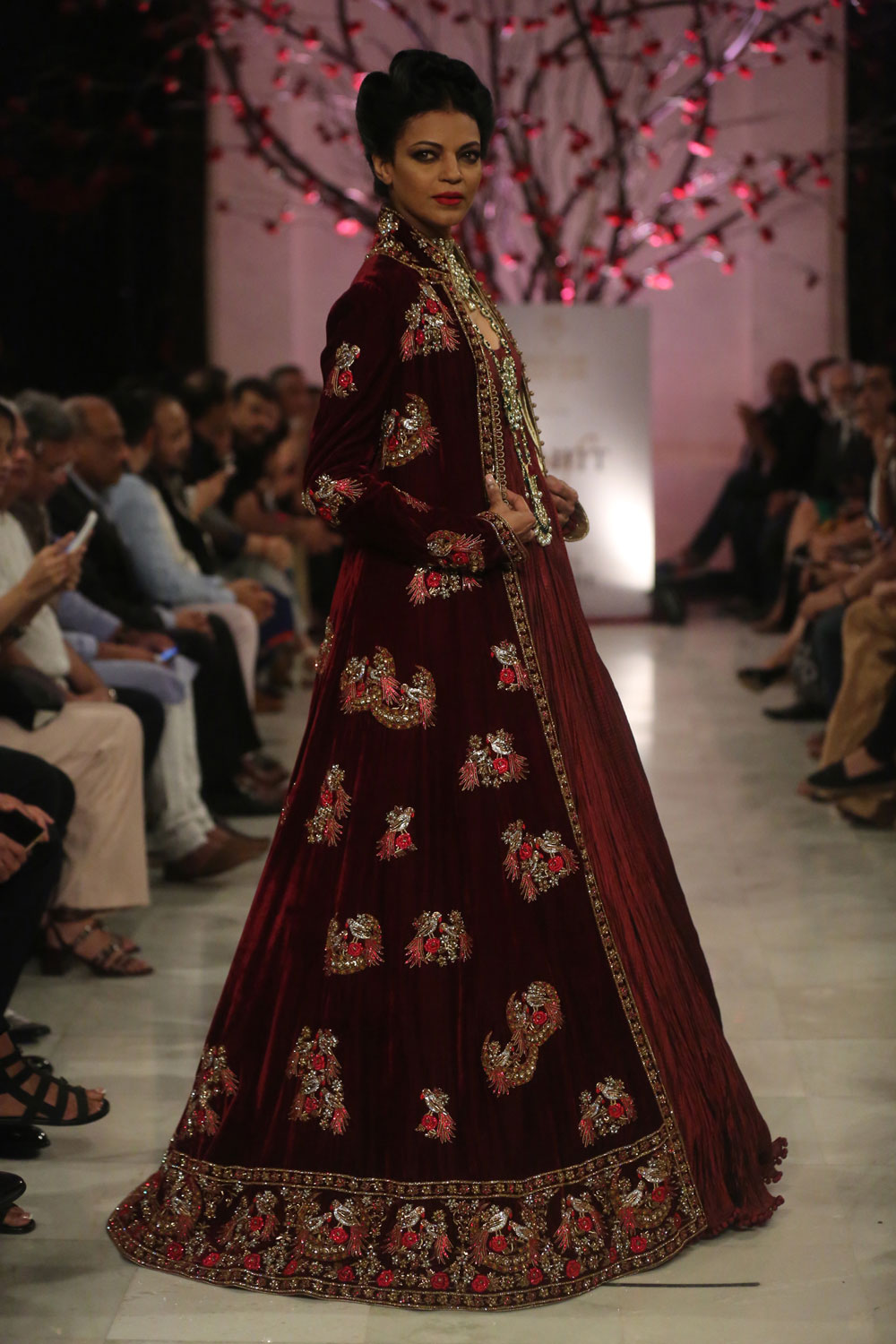 KEHKASHAAN-By-Rohit-Bal-@-FDCI-India-Couture-Week-2016-(15)