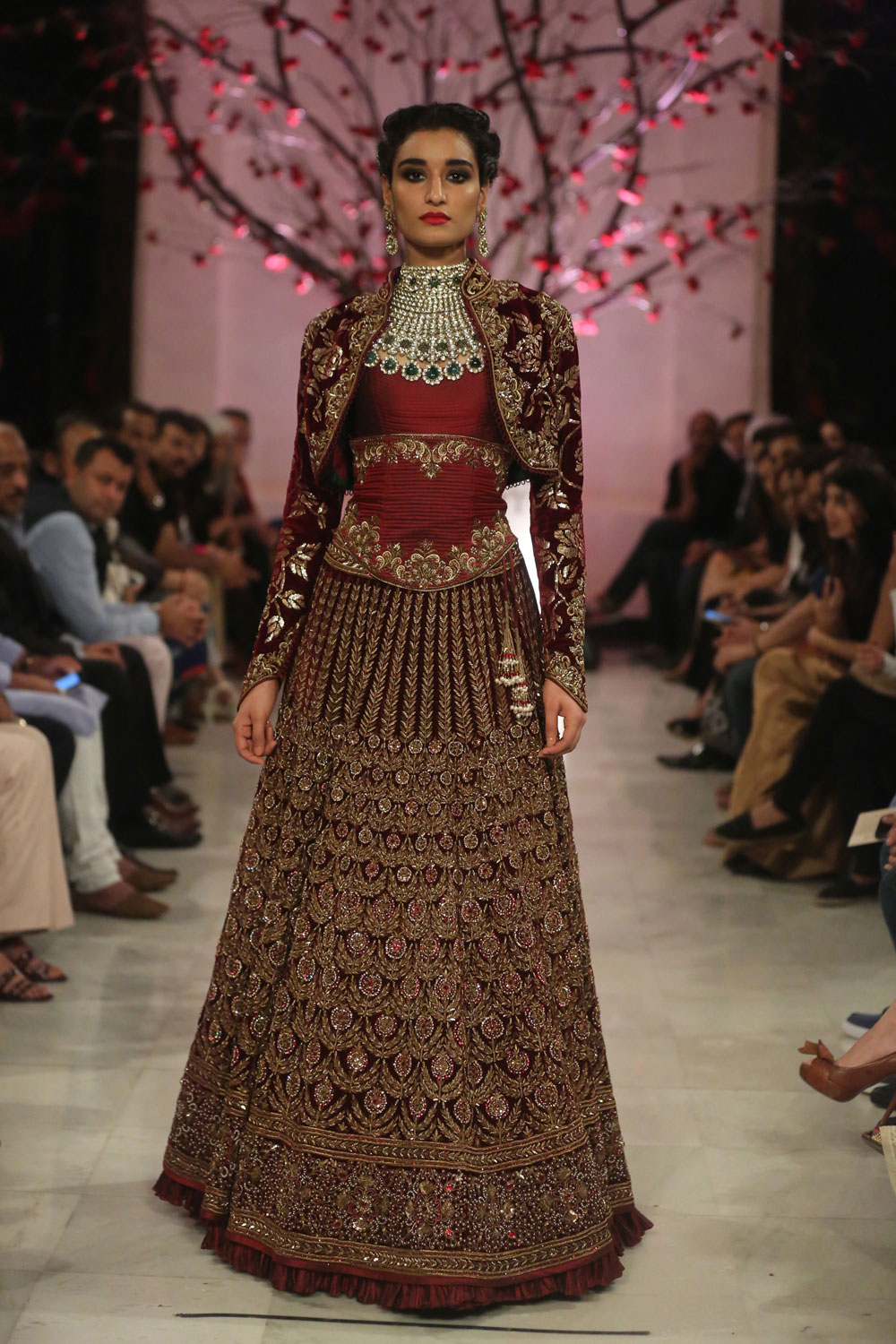 KEHKASHAAN-By-Rohit-Bal-@-FDCI-India-Couture-Week-2016-(16)