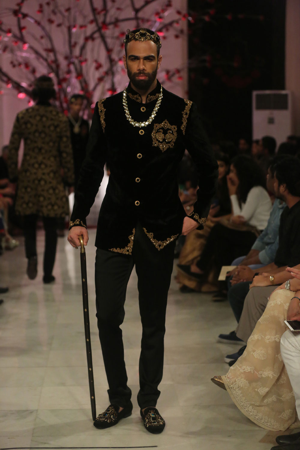 KEHKASHAAN-By-Rohit-Bal-@-FDCI-India-Couture-Week-2016-(2)