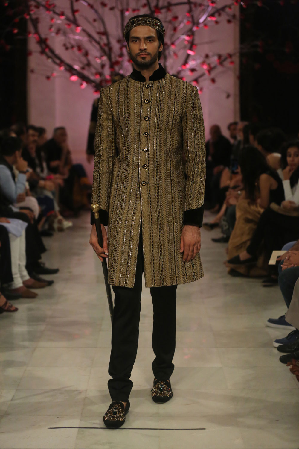 KEHKASHAAN-By-Rohit-Bal-@-FDCI-India-Couture-Week-2016-(3)