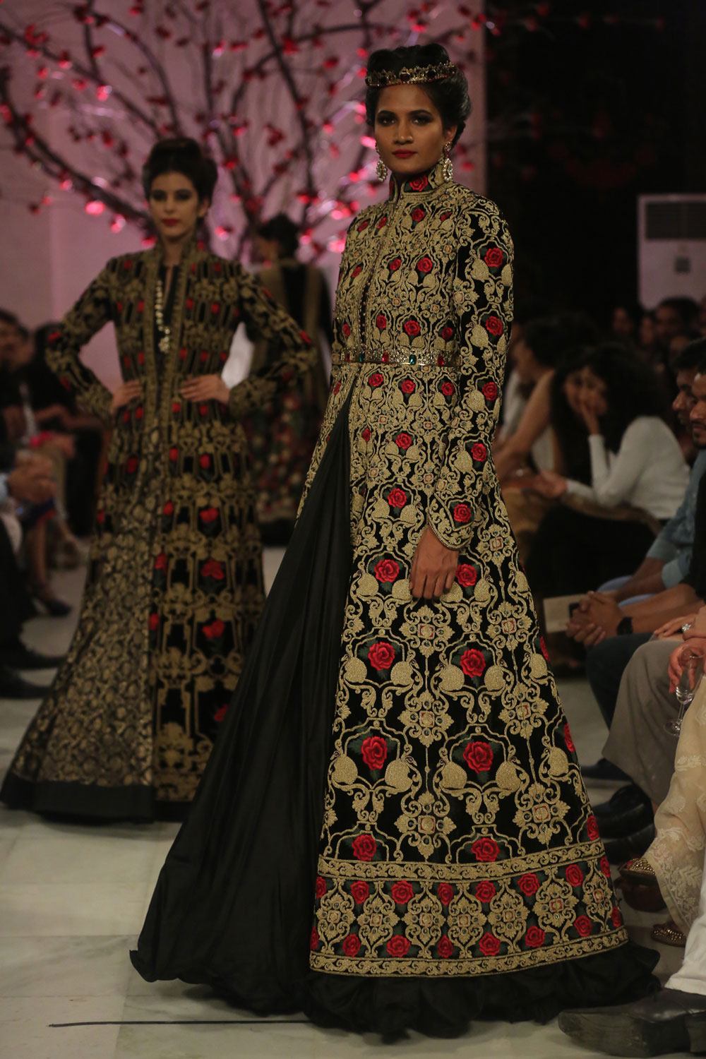KEHKASHAAN-By-Rohit-Bal-@-FDCI-India-Couture-Week-2016-(6)