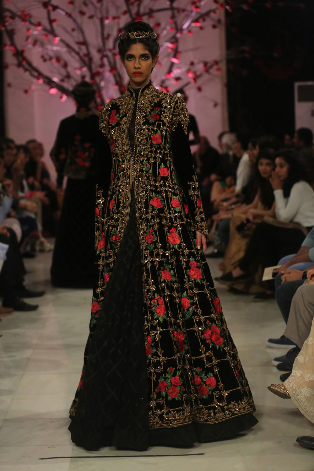 KEHKASHAAN-By-Rohit-Bal-@-FDCI-India-Couture-Week-2016-(8)