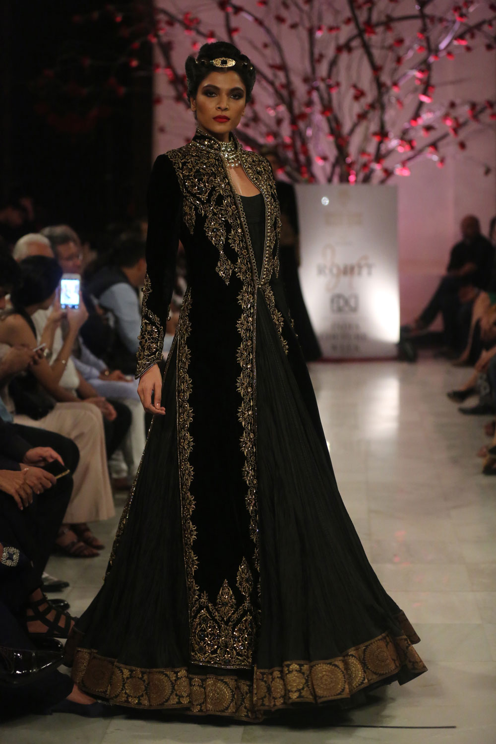 KEHKASHAAN-By-Rohit-Bal-@-FDCI-India-Couture-Week-2016-(9)