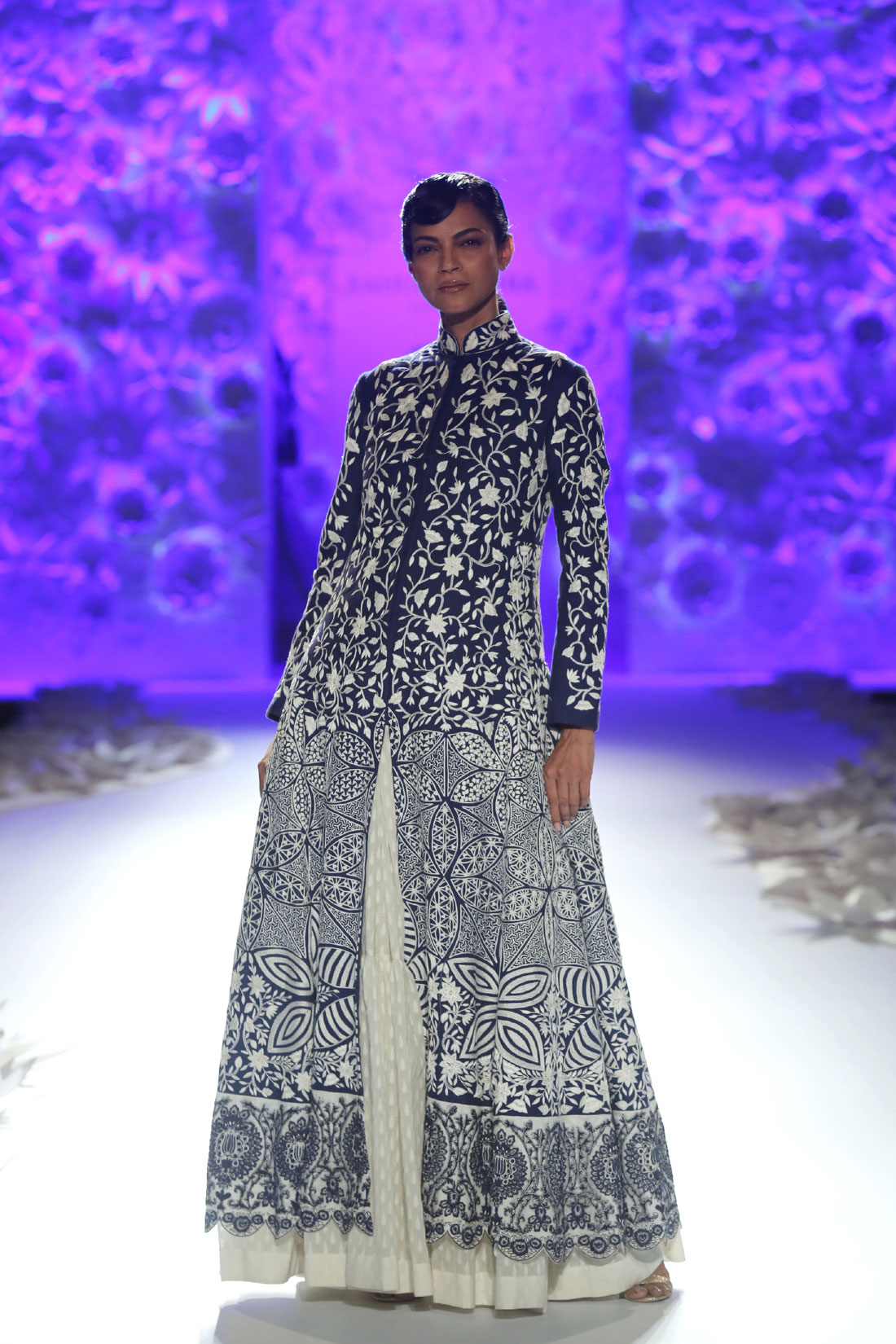 Monsoon-Diaries-by-Rahul-Mishra--(1)-@-FDCI-India-Couture-Week-2016