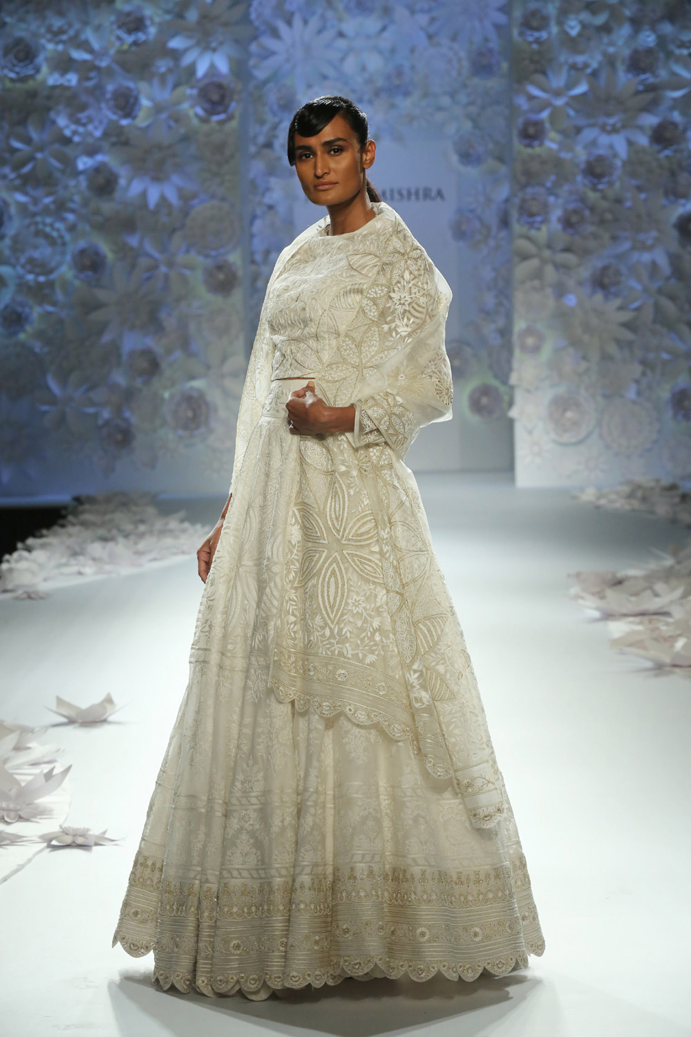 Monsoon-Diaries-by-Rahul-Mishra--(6)-@-FDCI-India-Couture-Week-2016