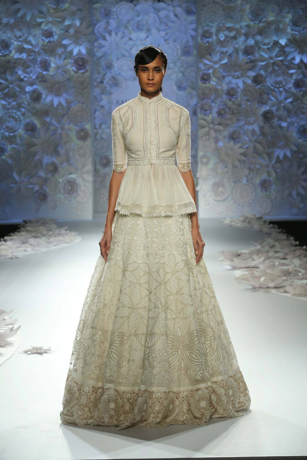Monsoon-Diaries-by-Rahul-Mishra--(7)-@-FDCI-India-Couture-Week-2016